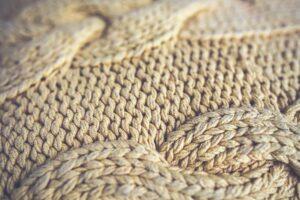 Как вязать свитер спицами