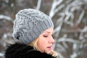 Как связать модную женскую шапку
