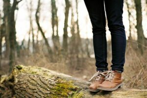 Что носить с коричневыми ботинками