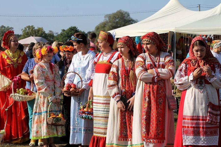 Как сшить русский народный сарафан