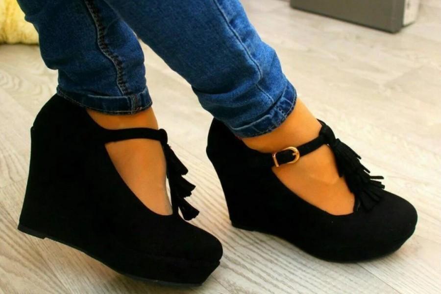 Как разносить обувь из замши